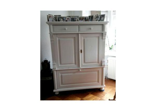 Christa nam haar hele huiskamer onder handen met Chalk Paint van Annie Sloan. Voor deze televisiekast gebruikte ze Paris Grey.